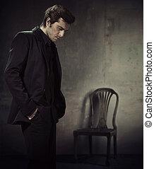 帅哥, 在中, a, 商业衣服, 在上, a, 黑的背景