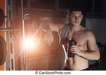 帅哥, 带, 大的肌肉, 形成, 在, the, 照相机, 在中, the, gym.