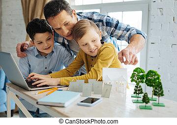 帮助, 他的, 父亲, 规划, 他们, 儿子, 生态, 爱