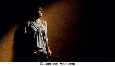 平靜, 婦女, 在, 黑暗, 地方