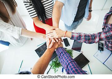 平面図, の, 若い, ビジネス 人々, パッティング, ∥(彼・それ)ら∥, 一緒の 手