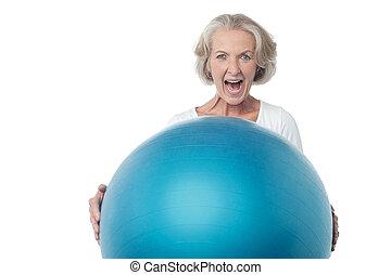 年を取った, 女, ボール, ポーズを取る, 練習