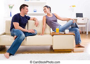 年輕夫婦, 在家