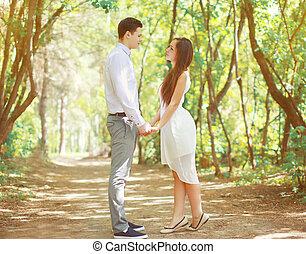 年輕夫婦, 在愛過程中, 上, the, 自然, 陽光普照, 夏日