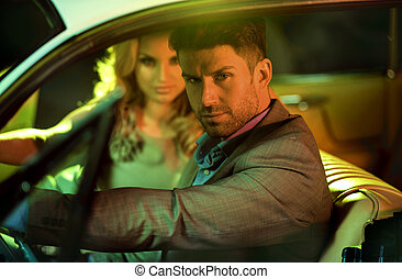 年輕夫婦, 在, the, 汽車, 冒險