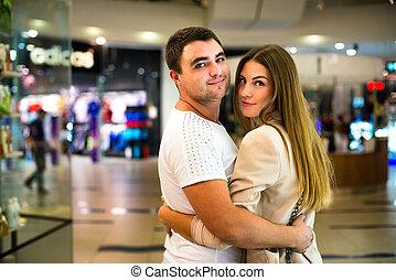 年輕夫婦, 在, the, 購物中心