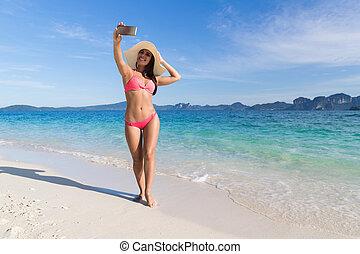 年輕婦女, 上, 海灘, 拿, selfie, 相片, 上, 細胞, 聰明, 電話, 暑假, 美麗, 女孩, 海邊