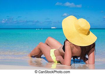 年輕婦女, 在, 帽子, 在海灘上, 喜愛, caribbean 假期