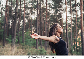 年輕婦女, 提高, 她, 武器, 到, 自然