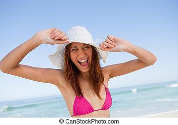 年輕婦女, 提高, 她, 武器, 在, 幸福, 前面, the, 海