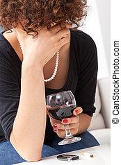 年輕婦女, 由于, 杯酒