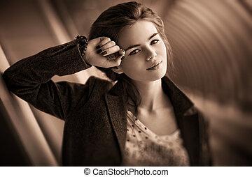 年輕婦女, 肖像