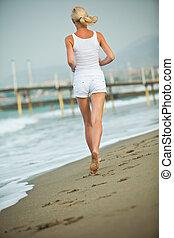 年輕婦女, 跑, 在, the, 海灘