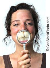 年輕婦女, 顯示, 她, 牙齒, 由于, a, 放大器