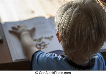 年輕男孩, 閱讀, 書