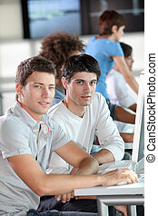 年輕的人們的組, 在, 企業 訓練