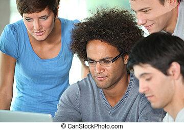 年輕的人們的組, 在, 業務會議