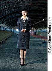 年輕, 亞洲的生意, 婦女