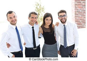 年輕, 創造性, 商業組