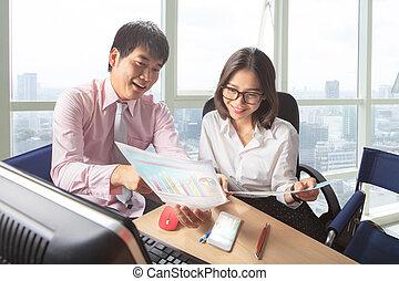 年輕, 婦女, 生活方式, 運作的 辦公室, 人們, 場景, 商業桌子, 會議, 人