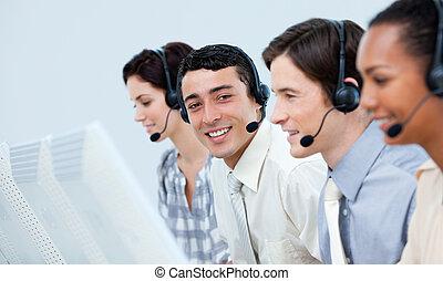年輕, 客戶服務代表, 在, a, 呼叫中心