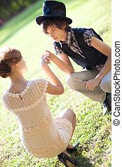年輕, 浪漫的夫婦, 在戶外