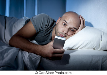 年輕, 移動電話, 迷戀者, 人, 醒來, 夜間, 在 床, 使用, smartphone