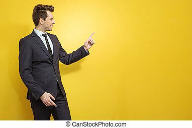 年輕, 經理, 表明, 某事, 決定性