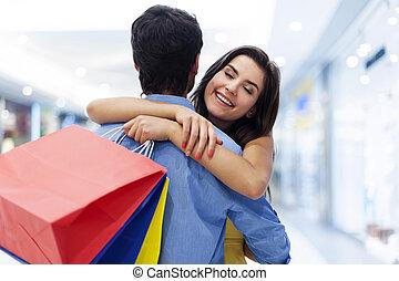 年輕, 美麗的婦女, 歡迎, 在, 購物中心