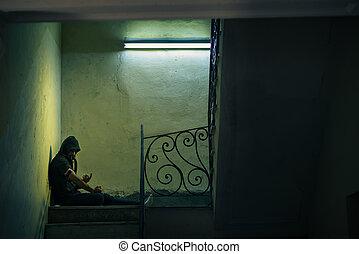 年輕, 藥物迷戀者, 上冒, 海洛因, 在, 被放棄, 房子