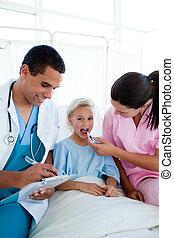 年輕, 護士, 拿, 她, 孩子, patient\'s, 溫度