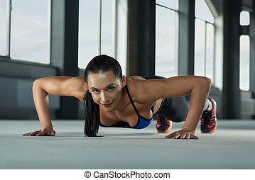 年輕, 運動, 女孩, 由于, 運動, 身體, 做, 推, 向上, 上, the, 體操, floor.