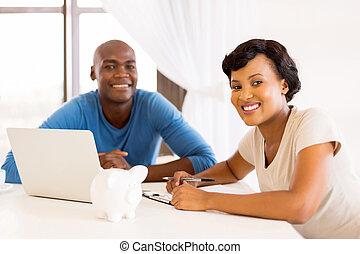 年輕, african, 夫婦, 支付 票據