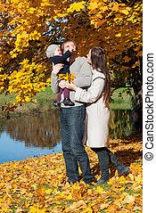 年轻家庭, 放松, 在户外, 在中, 秋季, 公园