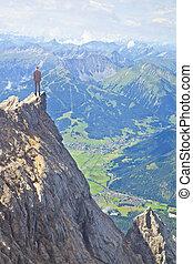 年轻, 企业家, 在的顶端上, 巨大, 山