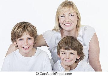 年轻, 开心, 男孩, 微笑, 在中, 牛仔裤, 同时,, t衬衫
