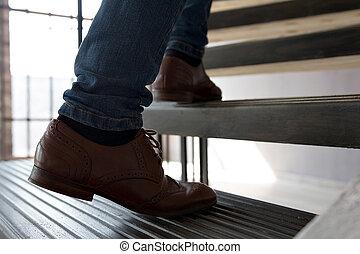 年轻, 走, 人, , 楼梯。