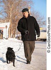年配の男, ∥で∥, 犬, 上に, 入って来なさい, 冬
