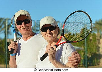 年長の カップル, テニスをする