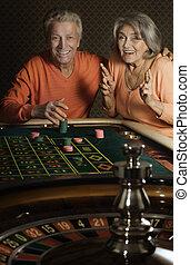 年長の カップル, 中に, カジノ