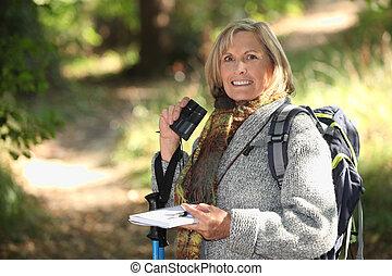 年長の 女性, ハイキング