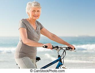 年長の 女性, 彼女, 自転車