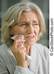 年長の 女性, 歯痛