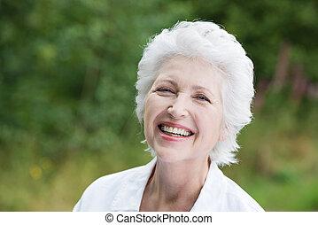 年長の 女性, 笑い, 快活である