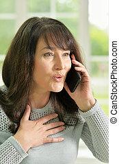 年長の 女性, 話し, 電話