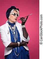 年長の 女性, 豊富
