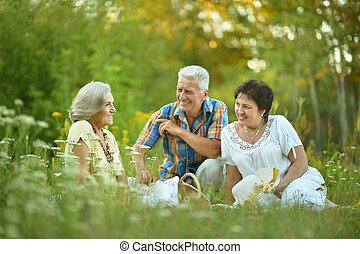 年長者, 人々, 休息, 草