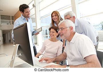 年長者, 人們, 參加, 企業 訓練