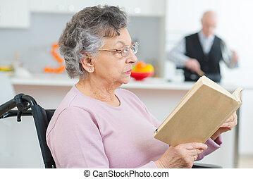 年長者, 女性, 病人, 閱讀, 新聞