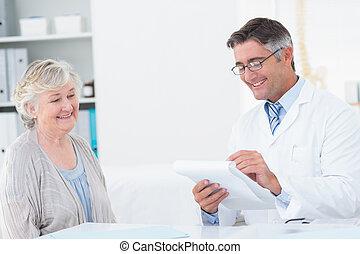 年長者, 寫, 病人, 指示, 醫生
